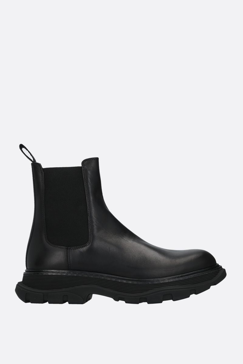 ALEXANDER McQUEEN: Tread shiny leather chelsea boots Color Black_1