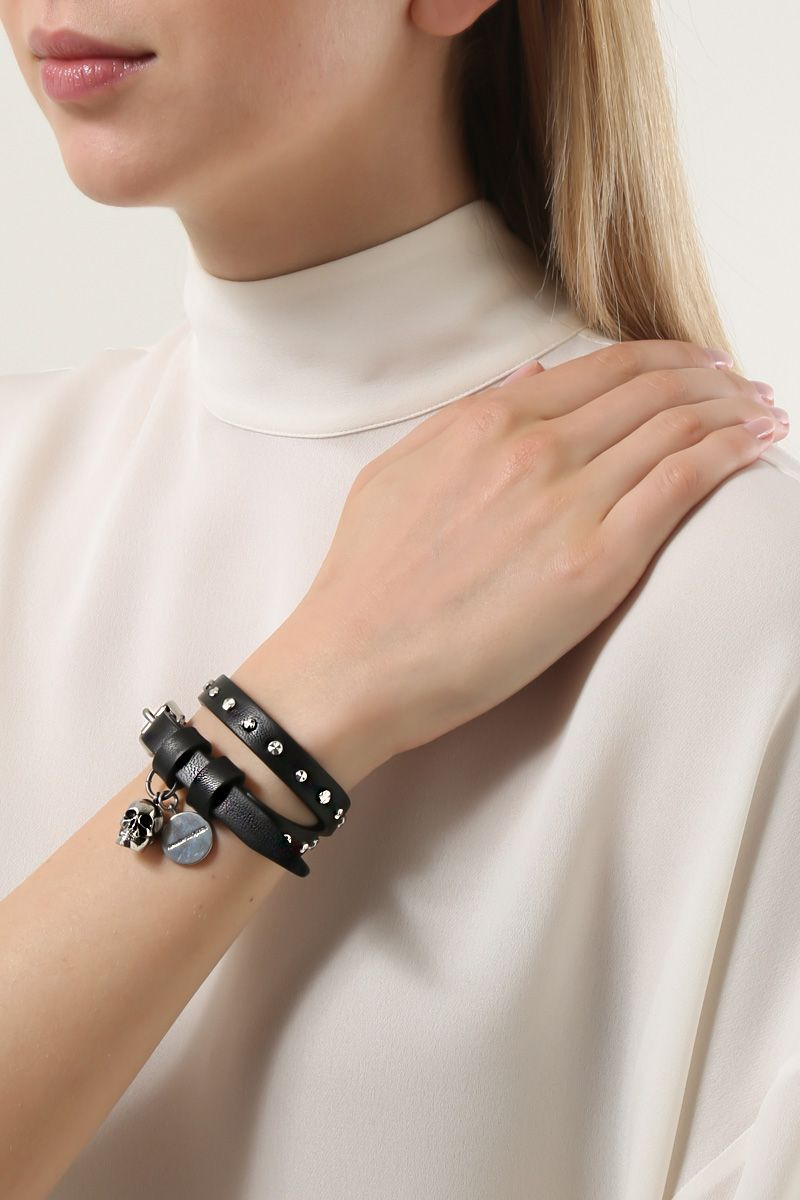 ALEXANDER McQUEEN: Skull double-wrap bracelet in studded leather Color Black_2