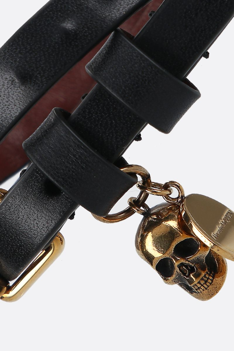 ALEXANDER McQUEEN: Skull smooth leather double-wrap bracelet Color Black_2