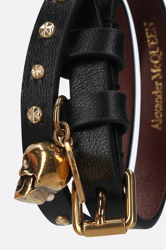 ALEXANDER McQUEEN: Skul studded leather double-wrap bracelet Color Black_2