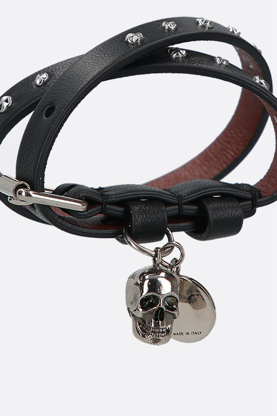 ALEXANDER McQUEEN: Skull studded leather double-wrap bracelet Color Black_2