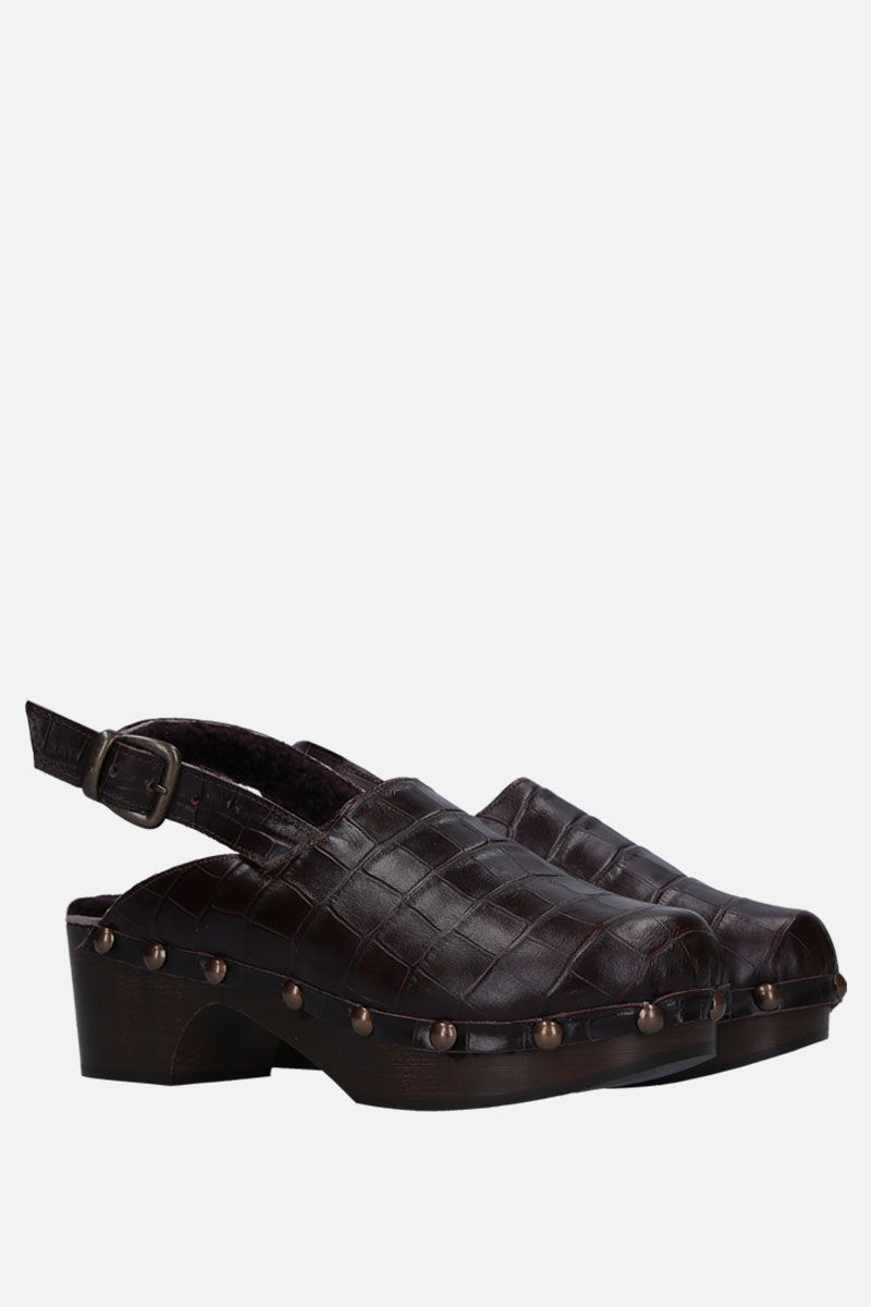 AVEC MODERATION: Ruka clogs in crocodile embossed leather Color Brown_2