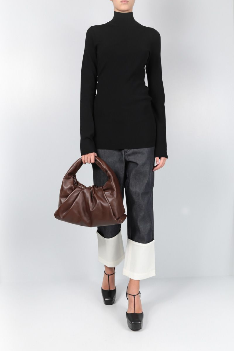 BOTTEGA VENETA: The Shoulder Pouch in smooth leather_2