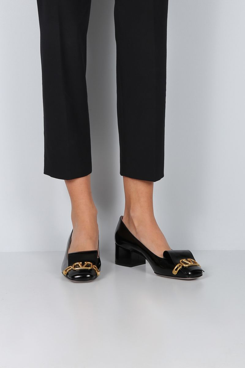 VALENTINO GARAVANI: VLOGO pumps in shiny leather Color Black_2