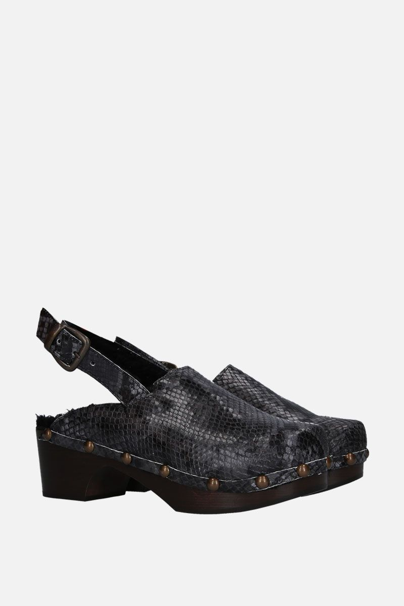 AVEC MODERATION: Ruka clogs in python embossed leather Color Grey_2