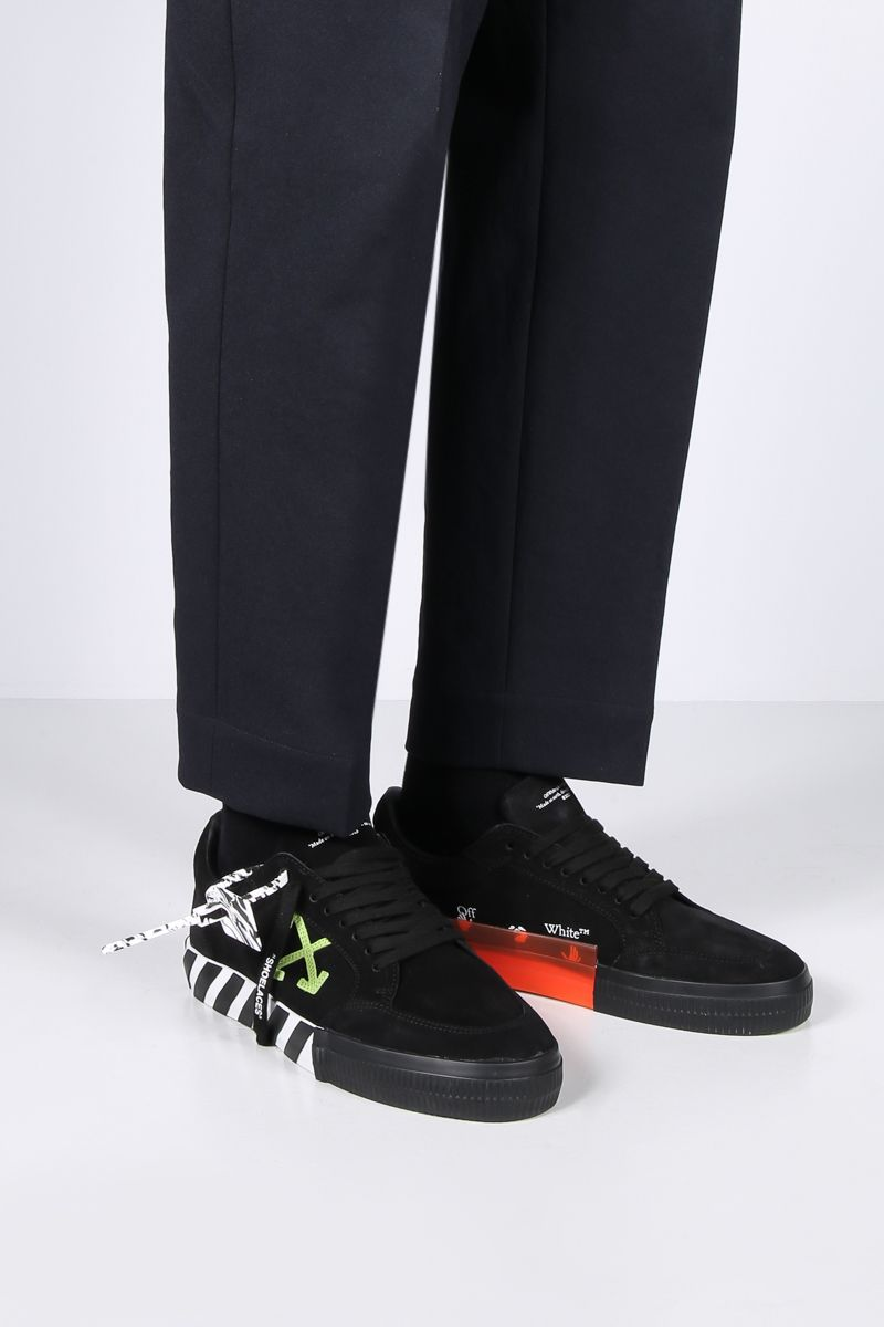 OFF WHITE: sneaker Low Vulcanized in suede Colore Nero_2