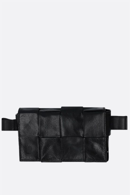 BOTTEGA VENETA: Cassette mini belt bag in Intrecciato Paper Calf Color Black_1