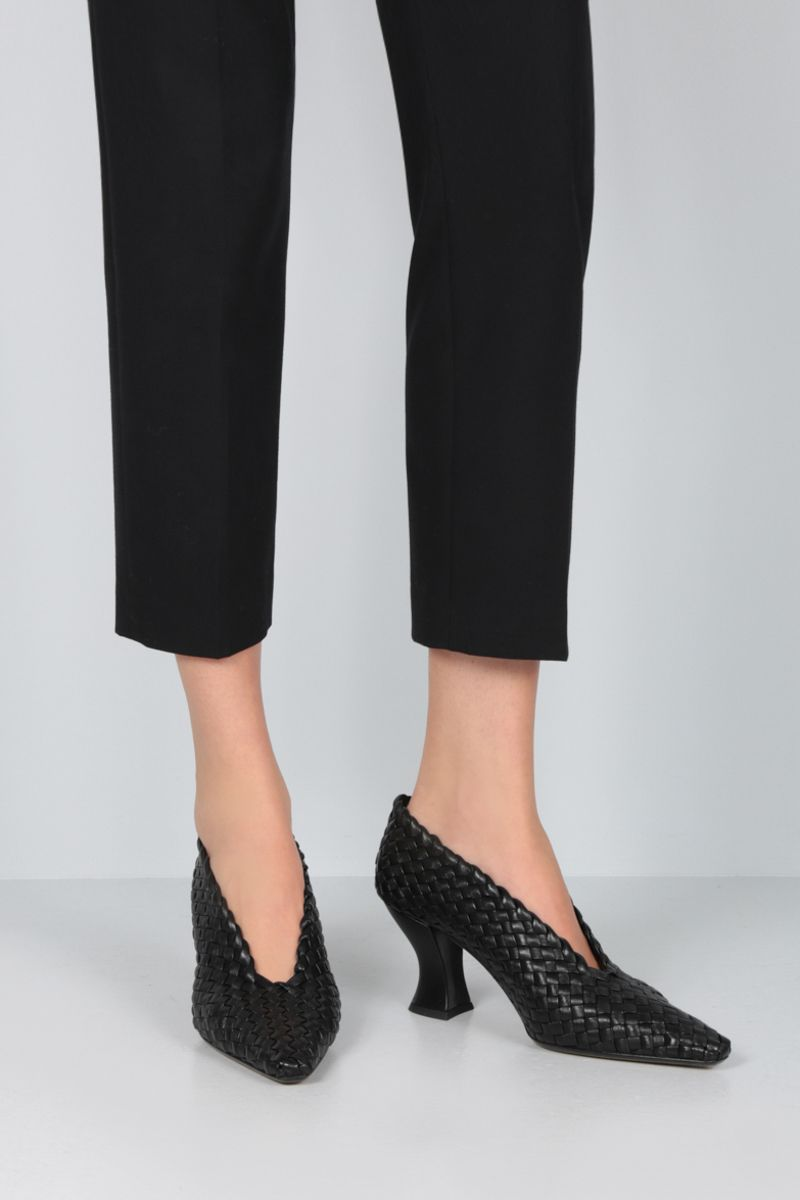 BOTTEGA VENETA: Almond pumps in Intrecciato nappa Color Black_2