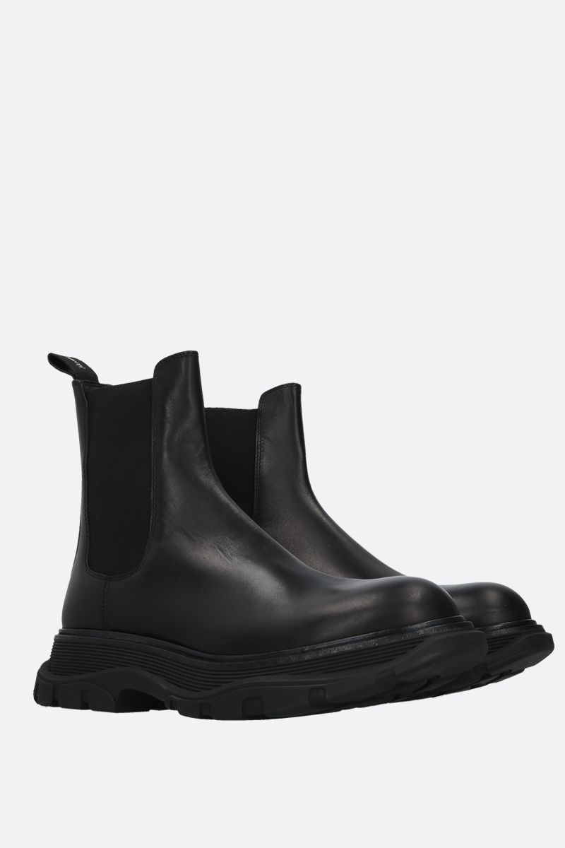 ALEXANDER McQUEEN: Tread shiny leather chelsea boots Color Black_2