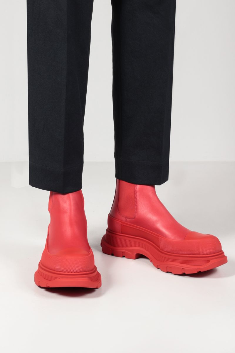 ALEXANDER McQUEEN: Tread smooth leather chelsea boots Color Red_2