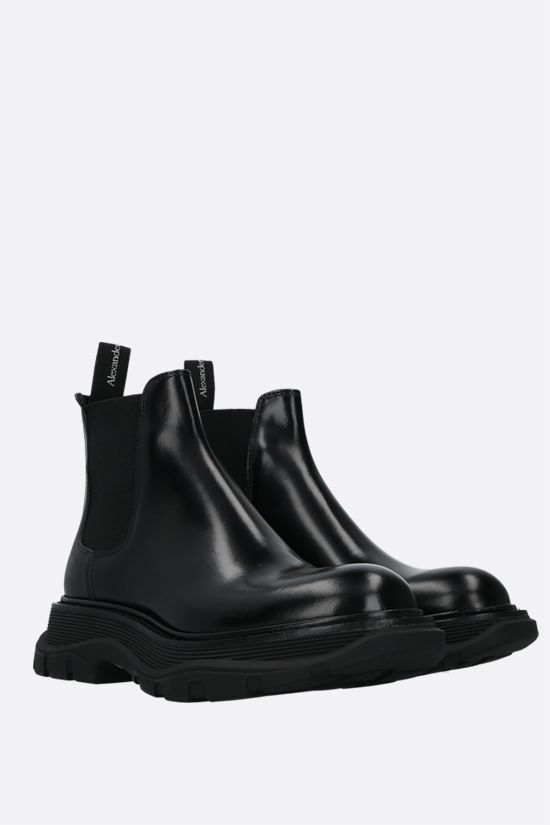 ALEXANDER McQUEEN: Tread brushed calf chelsea boots Color Black_2