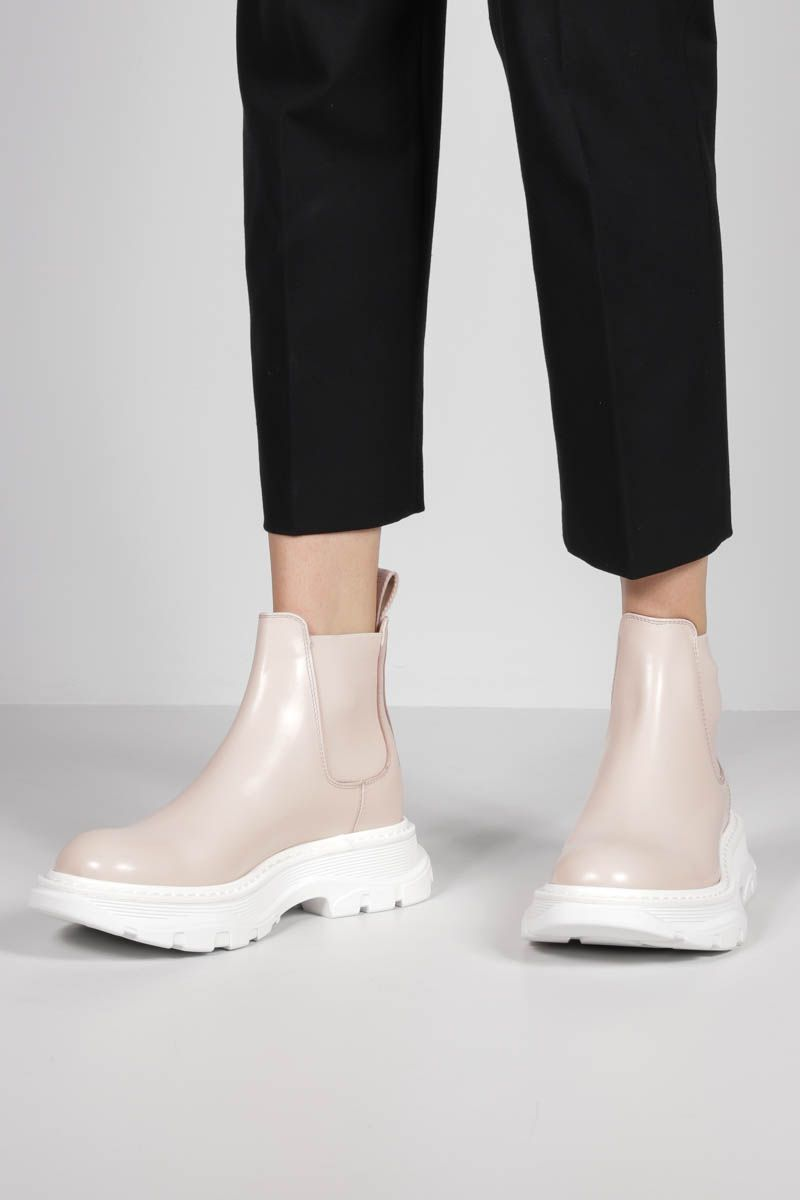ALEXANDER McQUEEN: Tread brushed leather chelsea boots Color Pink_2