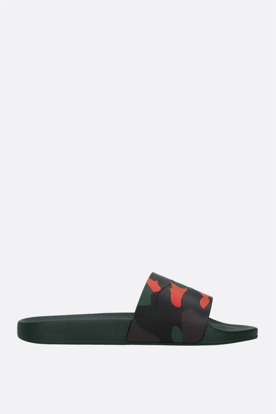 VALENTINO GARAVANI: Camouflage print rubber slide sandals Color Green_1