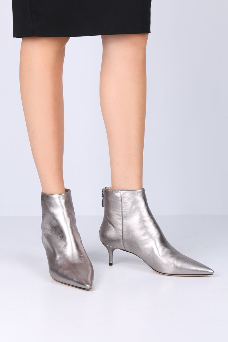 ALEXANDRE BIRMAN: Kittie ankle boots in laminated nappa Color Grey_2