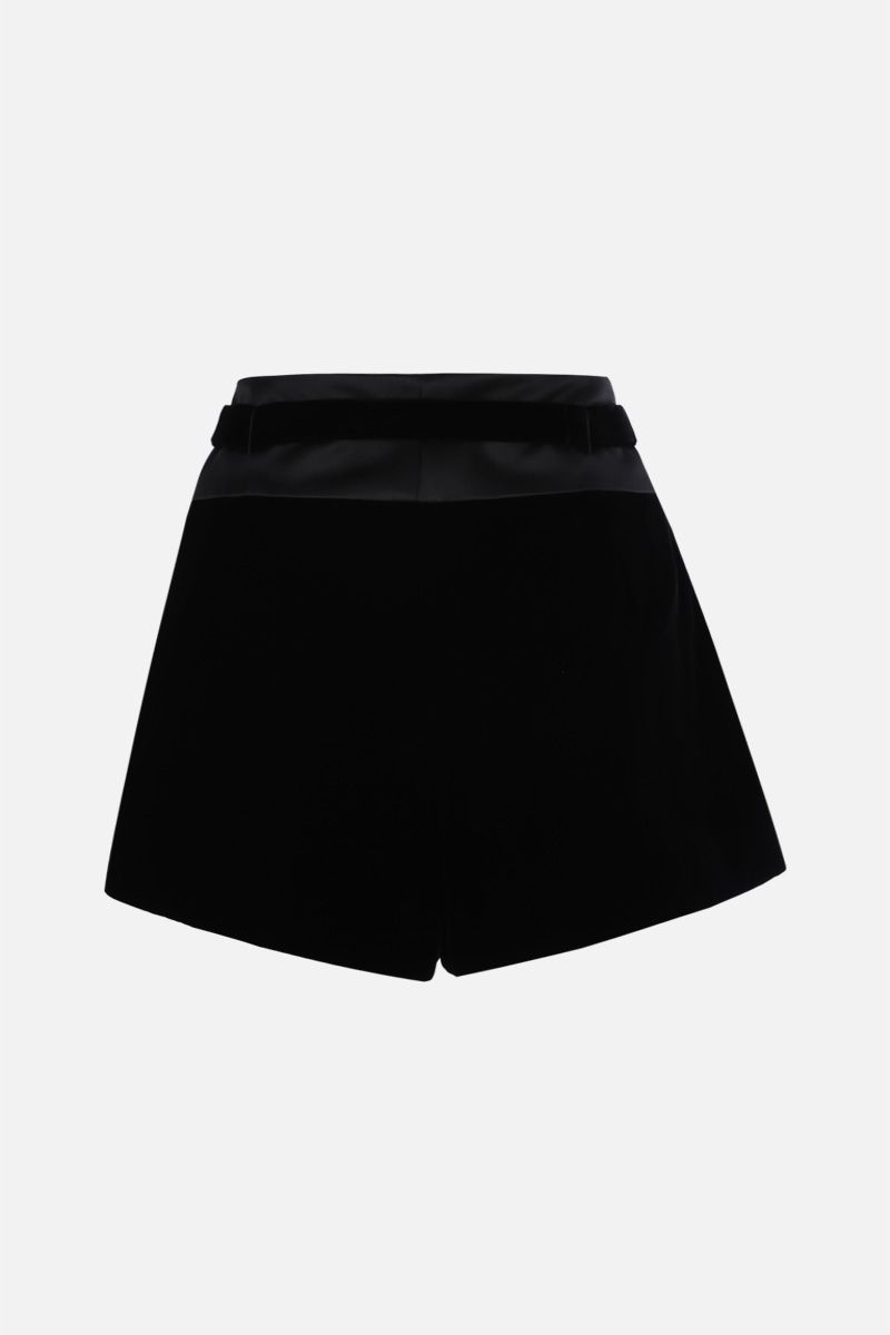 SAINT LAURENT: pantalone corto con pinces in morbido velluto Colore Nero_2