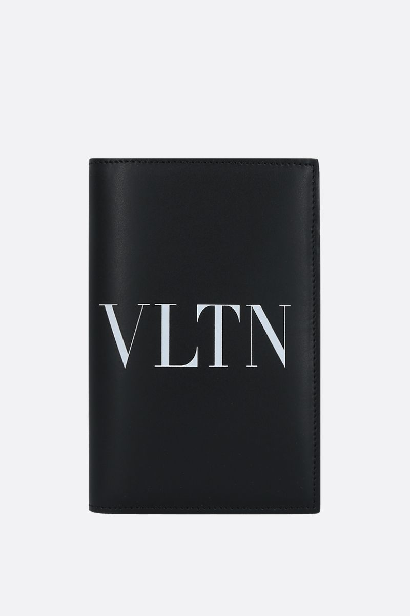 VALENTINO GARAVANI: VLTN smooth leather passport holder Color Black_1