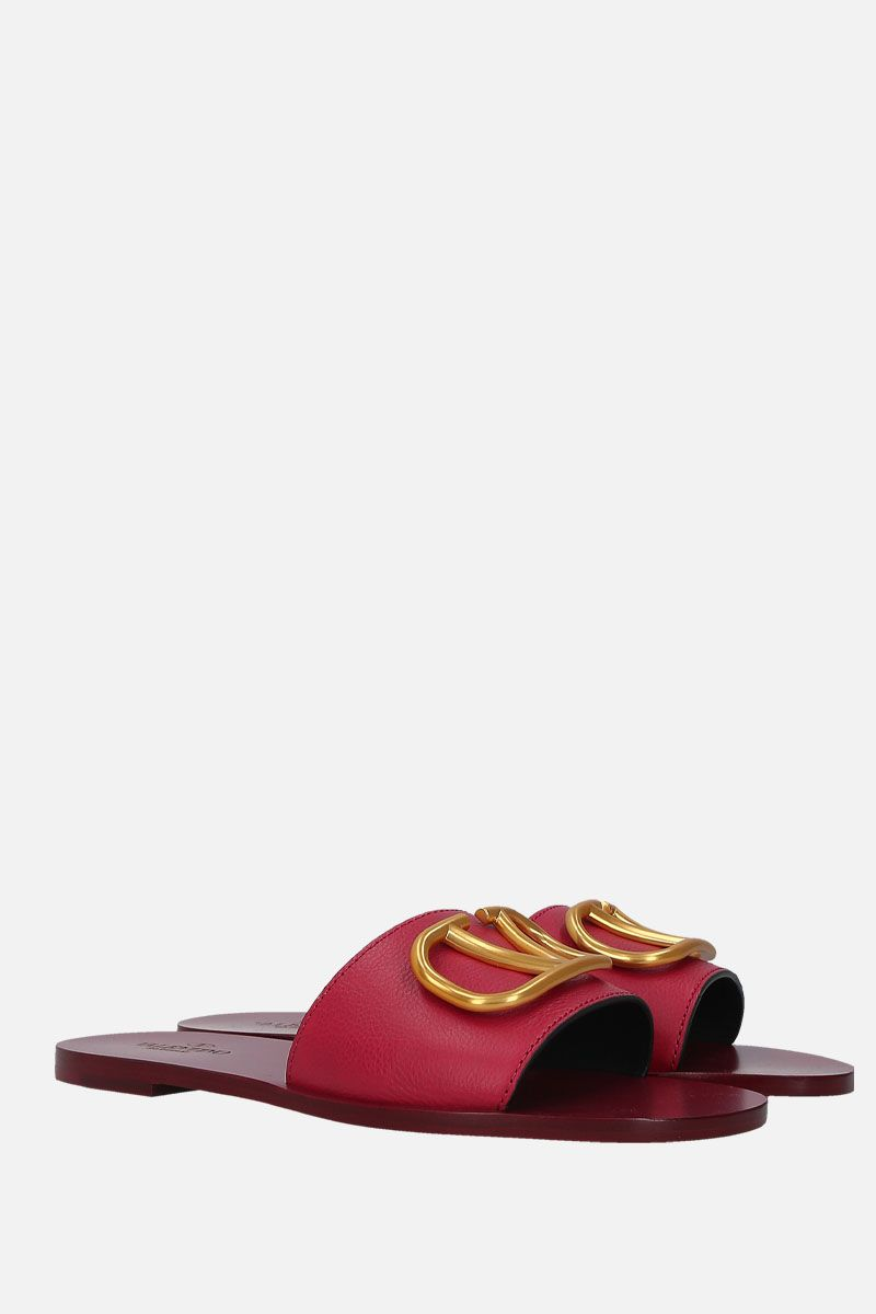 VALENTINO GARAVANI: VLOGO grainy leather flat sandals Color Red_2